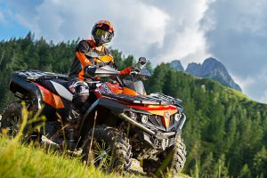 CF Moto CForce 550 EPS Orange grass